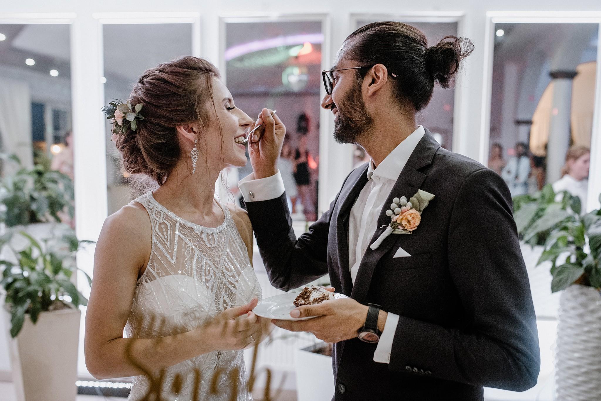 naturalne zdjęcia ślubne tort weselny