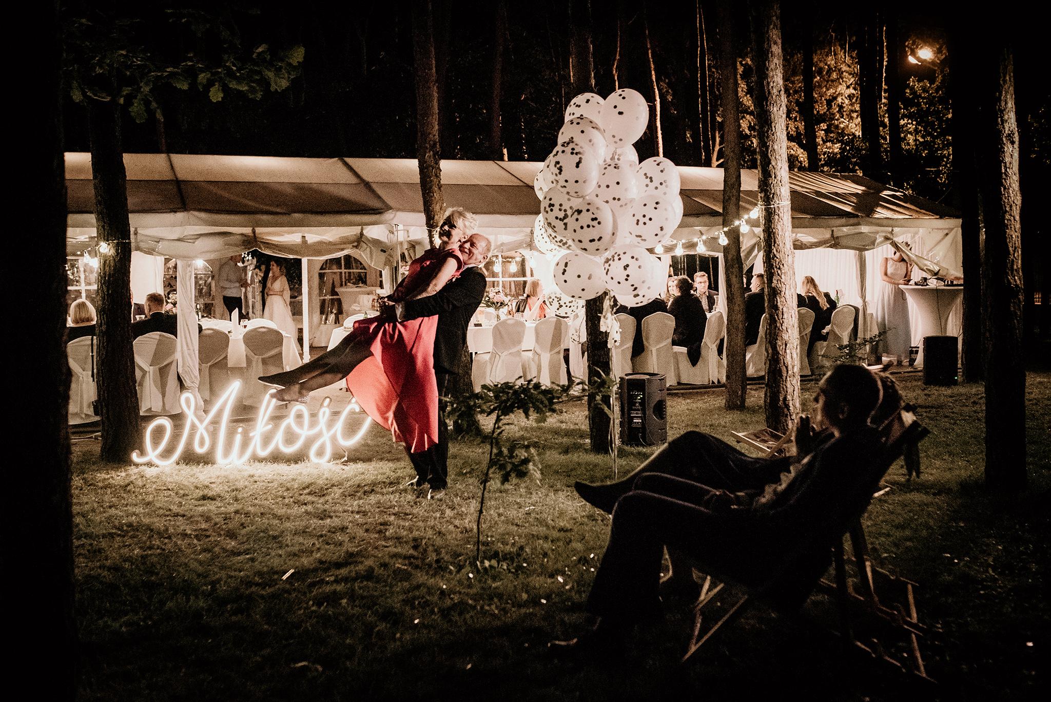 plenerowe wesele w lesie