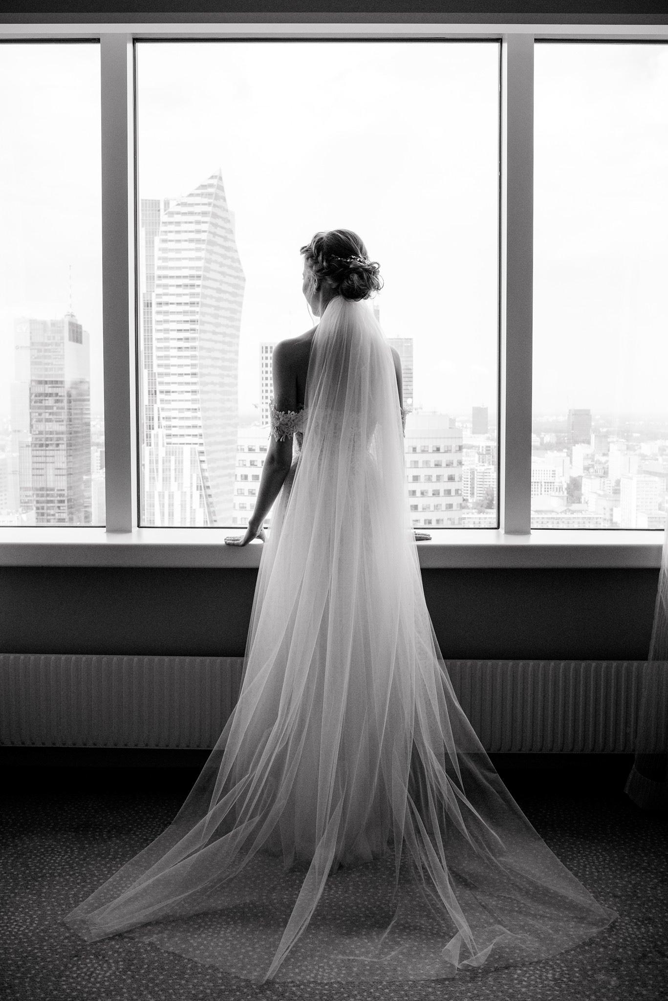 długi welon do sukni