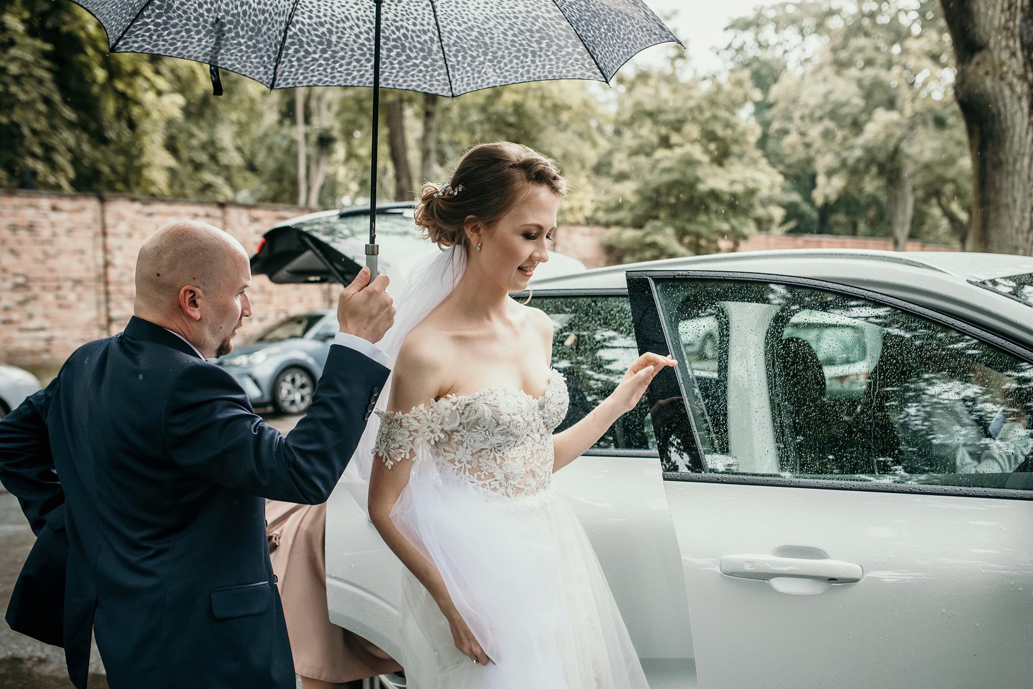 deszcze w dniu ślubu