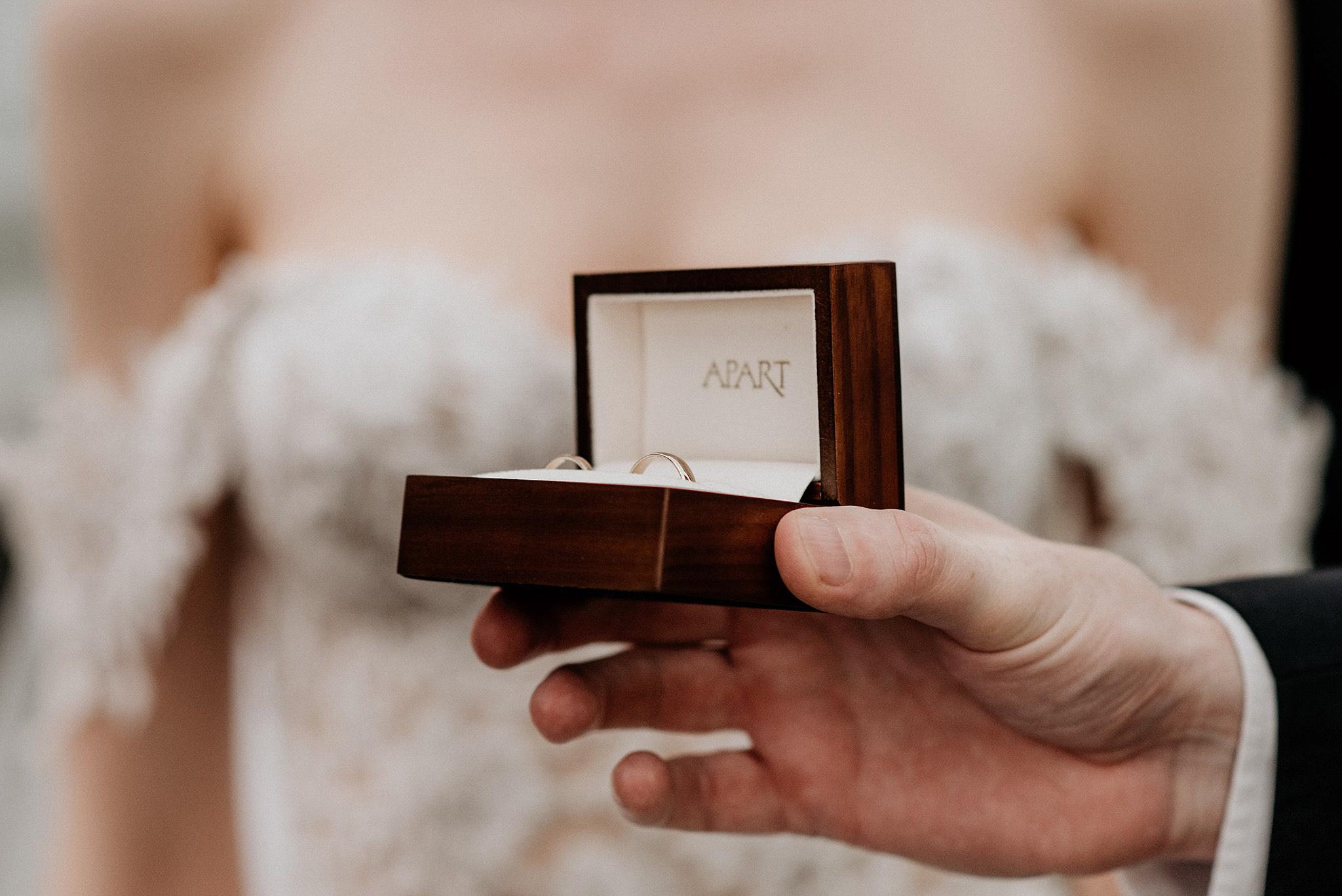 obrączki ślubne z apartu